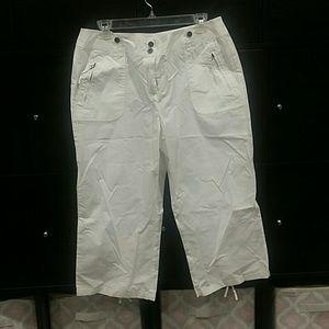 White cotton capri pants NWOT